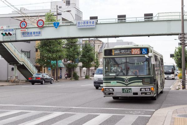 市バス205 金閣寺方面行きのバス