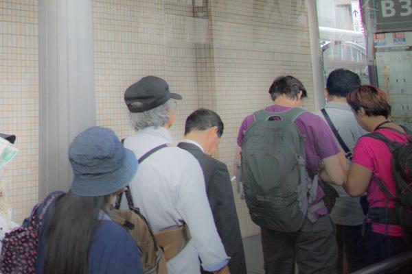 京都駅バスターミナルの長い列