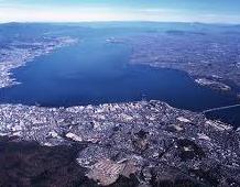 琵琶湖をドライブ
