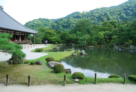 嵐山で一番広い敷地のお寺は天龍寺