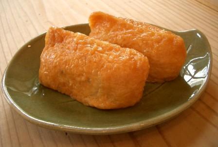伏見稲荷は地元の人々に「おいなりさん」と呼ばれ(いなり寿司みたいで美味しそう★)