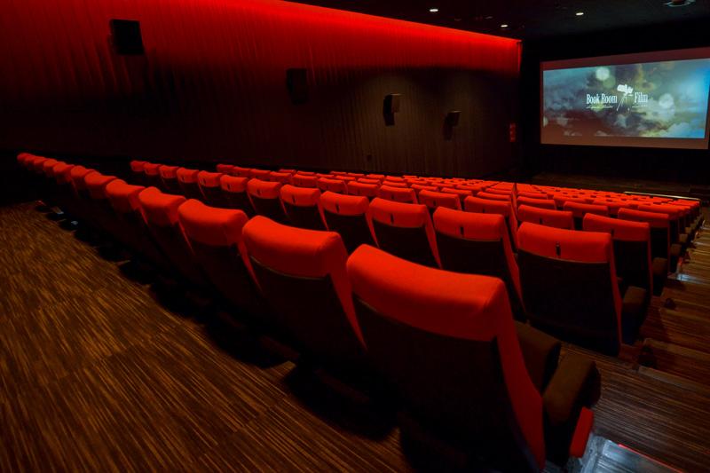 大阪でワンコインで映画を見る